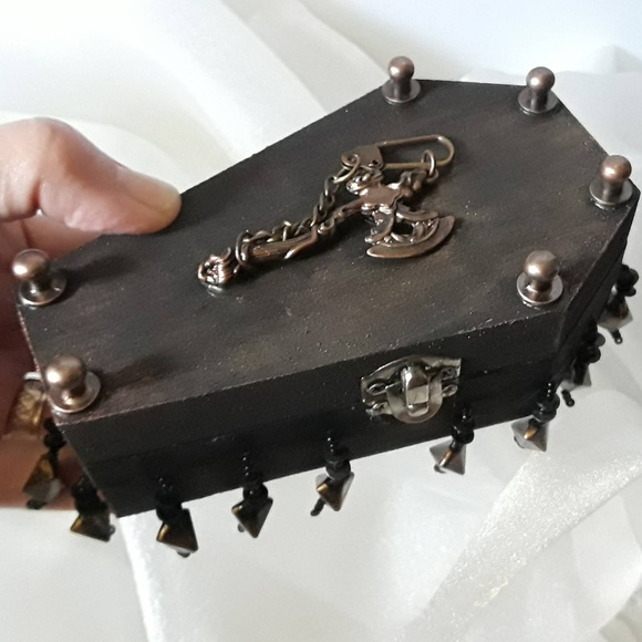 BeaslePunk Art Original Other - Axe-ident - Coffin style wooden box and earrings